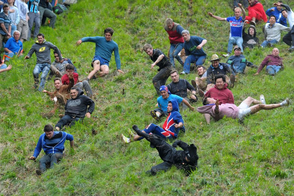 That Sevco-Sports Direct commercial deal expressed via the medium of people on a hill: ROLLING