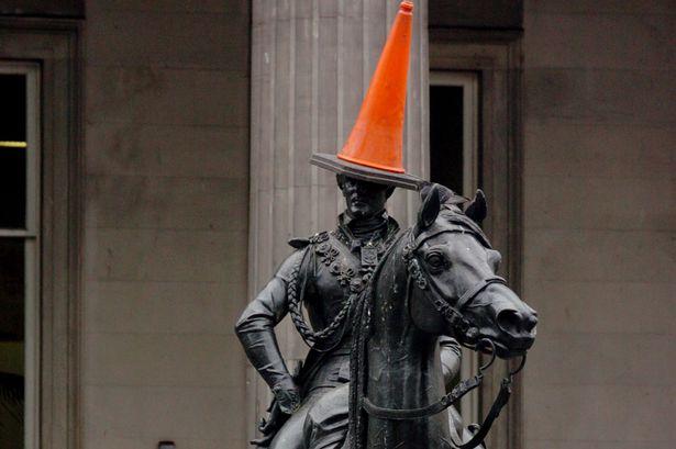 Wellington-statue-cone